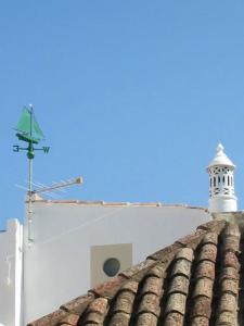Vissershuisje dicht bij zee in Santa Luzia , Algarve+ 2 fietsen!