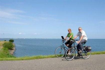 Luxe vakantiebungalow aan het IJsselmeer