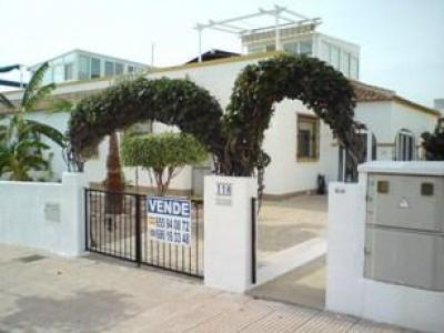 ruime woning voor een scherpe prijs in La Marina aan de Costa Blanca!
