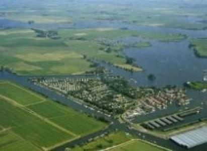 Net vakantiehuis aan het water nabij Sneek !