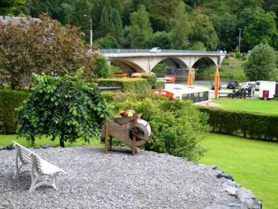 Vakantieverblijf met tuin met zicht op de rivier de Semois!