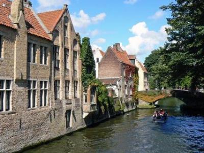 VILLA ANNIE COUSAERT / Romantische villa B & B in het Waasland tussen Gent - Antwerpen en Zeeuws Vlaanderen
