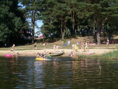 Vakantiewoning midden in de natuur aan een meer met eigen strand