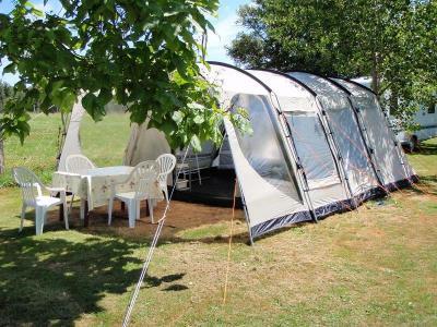 Camping Belle Vue, Hautefort - Camping/Huurtent