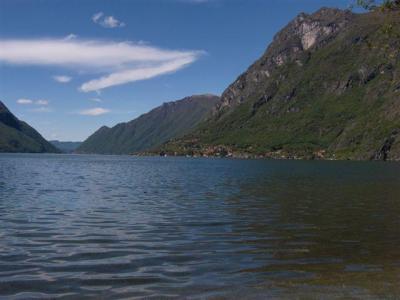 te huur gezellig ingericht prive chalet aan het meer van Lugano