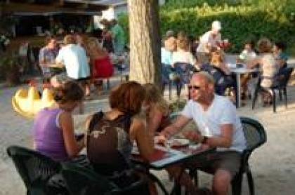 Camping Les Chapelains, campingplaatsen, Drômetenten en Drômehuisjes te huur