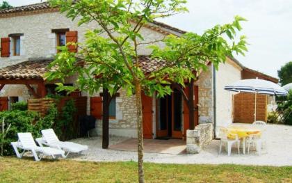 8 vakantiehuisjes en chambre d'hôtes op een prachtplek met super uitzicht.