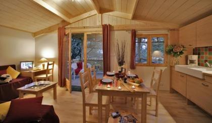 Luxe houten chalets op naturistenterrein