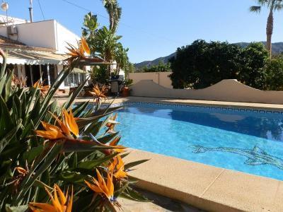Heerlijke villa in Alfaz del Pi. Zwembad, WIFI, Ned. tv.