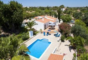 Algarve, Carvoeiro. Vrijstaande villa met pool en airco.
