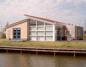 IJsselmeerstrand: Luxe Bungalow a/h water, Sauna, evt Sloep te huur.