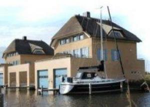 Luxe schiphuiswoning aan IJsselmeerkust, Stavoren.