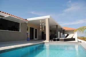 Curacao Jan Thiel, vakantievilla met privezwembad op loopafstand van strand