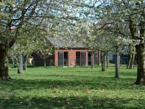 Cottage, vrij gelegen ( hotelkamer in het weiland).